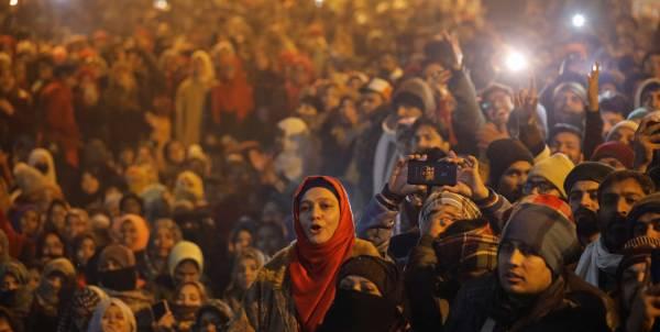 Demonstrators attend a protest against a new citizenship law, outside the Jamia Millia Islamia university in New Delhi, India, January 1, 2020. REUTERS/Anushree Fadnavis