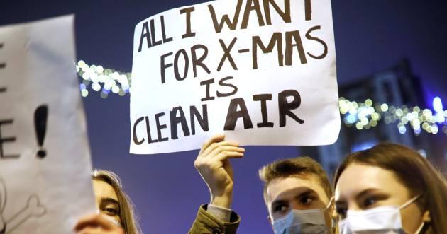 2019-12-20T184238Z_1556593077_RC26ZD987G3J_RTRMADP_3_NORTH-MACEDONIA-AIR-POLLUTION%20%281%29.jpg