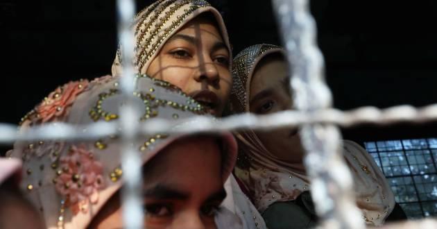 Arrested Rohingya people leave a Hlegu court, outside Yangon, Myanmar, February 21, 2020. REUTERS/Ann Wang