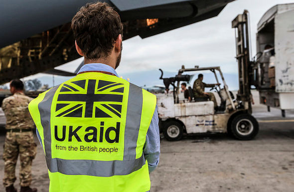 Aid supplies reaching earthquake-hit Nepal from Britain in 2015