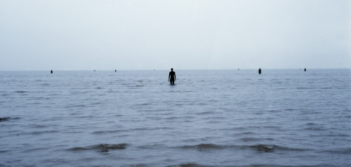 Antony Gormley ANOTHER PLACE, 1997 Cast iron 189 x 53 x 29cm (100 elements) Installation view, Cuxhaven, Germany Photograph by Helmut Kunde, Kiel  © the artist