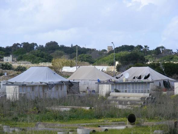 2014-06-20-malta-refugee-camp-590.jpg