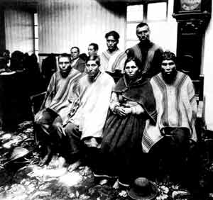 The group of Campesinos waiting at High Court in Cuzco to have their case heard (1928).