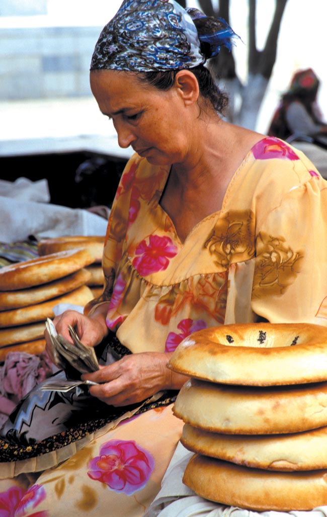 Woman selling traditional Uzbekistan Obi-non (bread) baked in clay ovens. Photo © Anatoliy Rakhimbayev, by arrangement with Drik Picture Library Ltd, www.drik.net