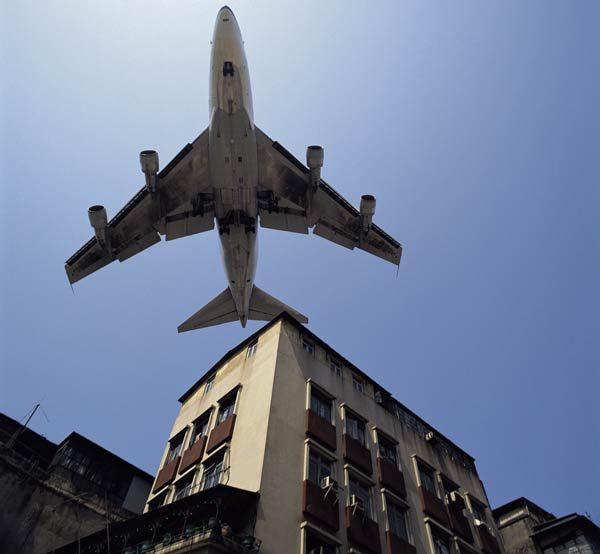 Airplane over housing, Hong Kong The Intergovernmental Panel on Climate Change (IPCC) report in 1999 found that aircraft are responsible for 3.5 per cent of greenhouse gas emissions worldwide. Flight is one of the fastest-growing emission sources, and no technological fixes are in sight. Photo: Chung-Wah / UNEP / Still Pictures