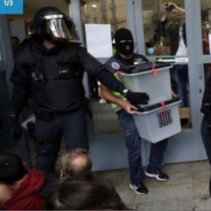 The repression of the referendum in Catalonia: masked police take away ballot boxes