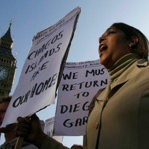 A demonstrator demands her return to the Chagos Islands during a protest outside the Houses of Parliament, 2008. Photo: REUTERS/Andrew Winning