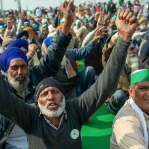 Protesters chant slogans during the demonstration. Farmers of various states of the country marched on the street in support of the farmers  who are protesting against the central government's new farmer's agricultural laws. (Photo by Pradeep Gaur / SOPA Images/Sipa USA)