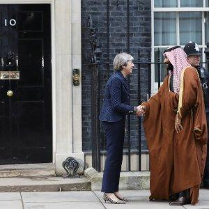 Britain's Prime Minister Theresa May greets the Crown Prince of Saudi Arabia Mohammad bin Salman outside 10 Downing Street in London, March 7, 2018. REUTERS/Simon Dawson
