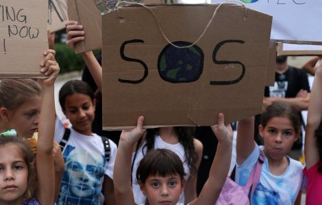 Children hold placards during a global climate change strike rally in Nicosia, Cyprus September 27, 2019. REUTERS/Yiannis Kourtoglou
