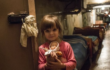 UNICEF and ECHO deliver hygiene kits to children and families in bomb shelters in Donetsk. Credit: EU Civil and Humanitarian Aid Operations/Flickr