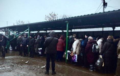 The internally displaced queue at one of the five entry exist checkpoints, many of them pensioners. Credit: Right to Protection