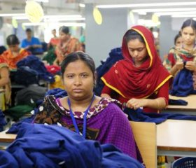 Garment workers are seen at their desks during a shift in a clothing plant in Bangladesh. Photo : Marcel Crozet / ILO