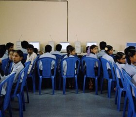 Students of group 11 and 12 get computer education in the computer classroom of secondary government school 'Anjoor' in the village Ramanagaram, 60km from Bangalore. Credit: Wim Klerx/Computer caste