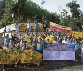 People from the various villages in Baram  district demonstrate against the proposed dam. SAMBAN TUGANG