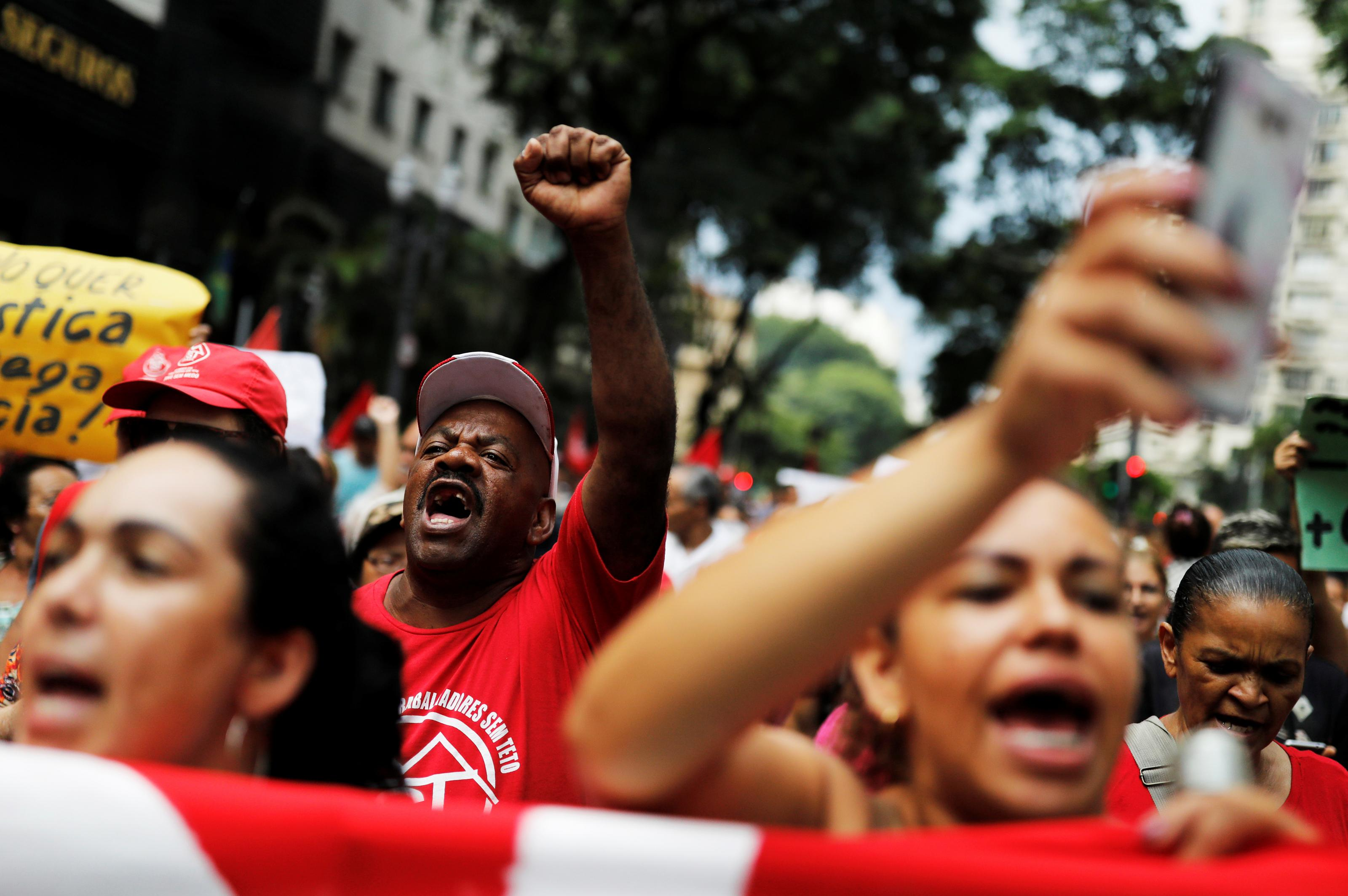 2019-01-29T211529Z_764103972_RC1EE31705B0_RTRMADP_3_BRAZIL-PROTESTS.JPG