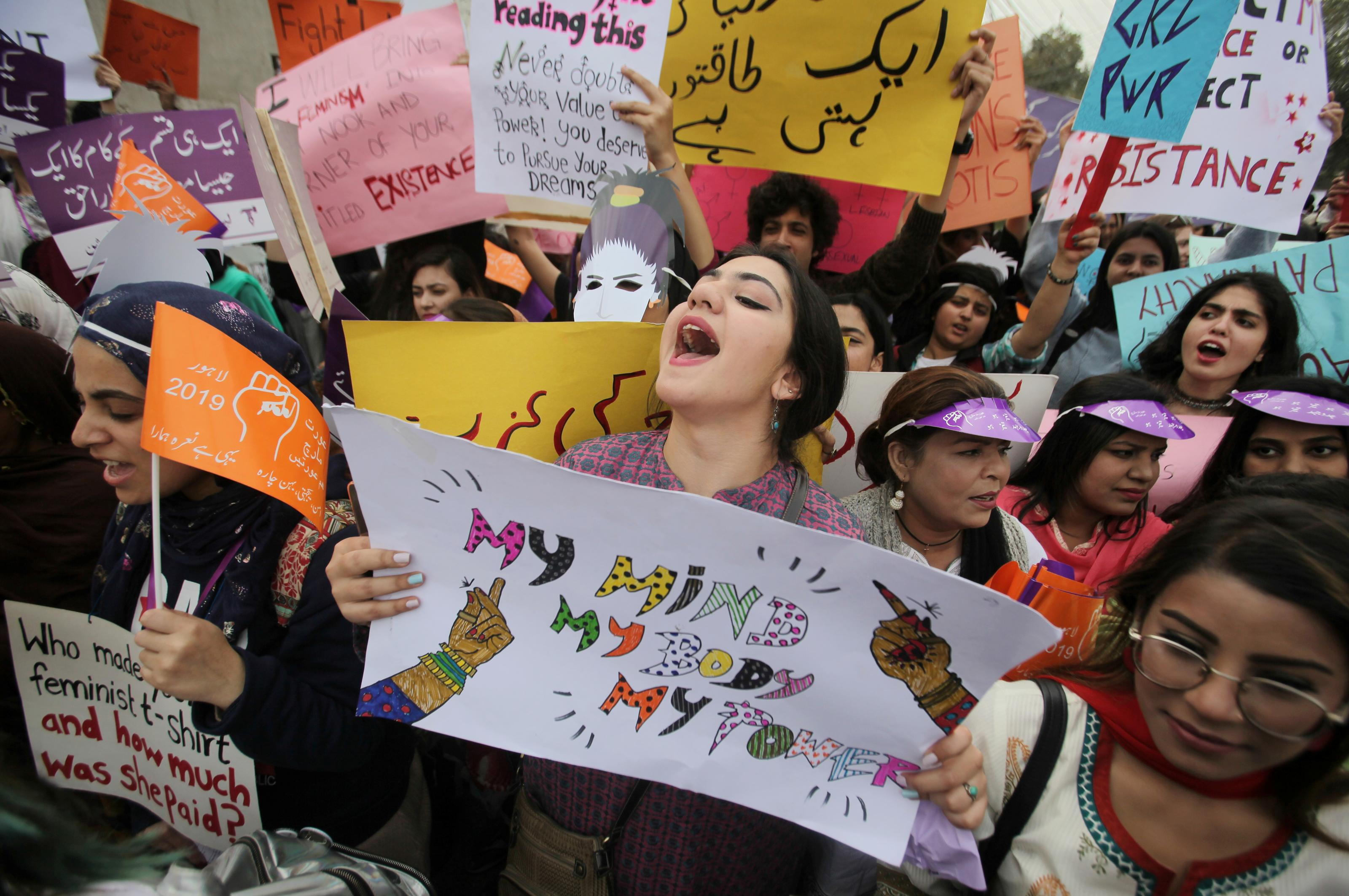 A woman carries a sign and chants slogans during a rally to mark International Women's Day in Lahore, Pakistan March 8, 2019. REUTERS/Mohsin Raza
