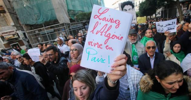 2019-12-31T141452Z_85028606_RC2E6E95Y77C_RTRMADP_3_ALGERIA-PROTESTS%20%281%29.jpg