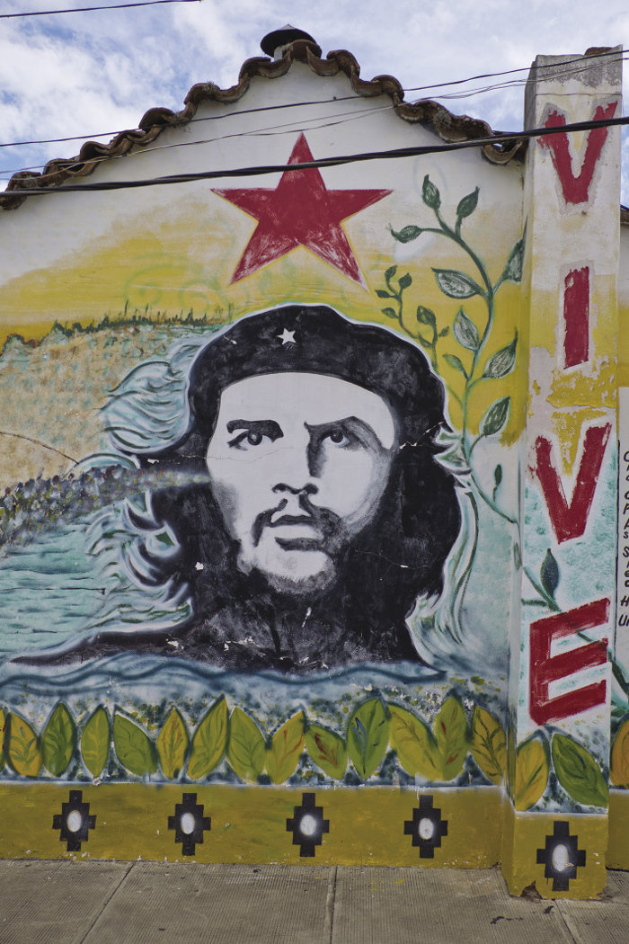 A mural dedicated to Che Guevara in Vallegrande, where his body was taken and displayed to the international press. This is now part of the Che Route, sponsored by the Bolivian government and foreign solidarity groups.
