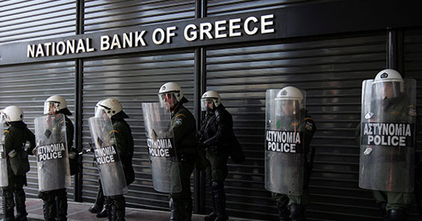 Workers take to Greek streets against cutbacks