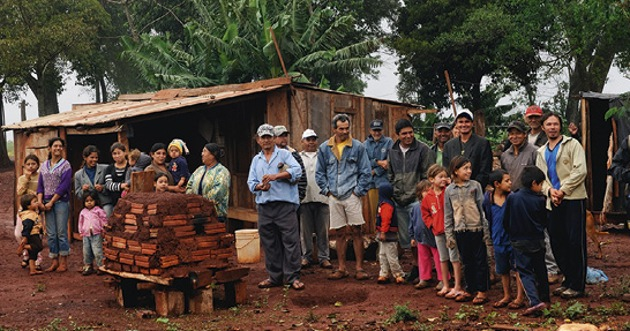 Paraguay: smallholders forced off their land who have taken refuge in makeshift roadside huts